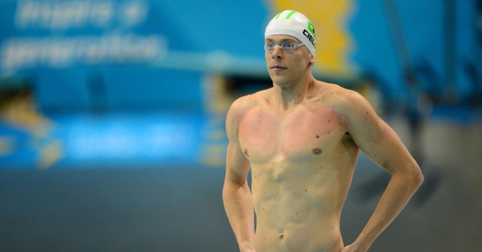 Depois de aparecer de verde-limão, Cesar Cielo optou pelo azul para nadar as semifinais dos 100 m livre