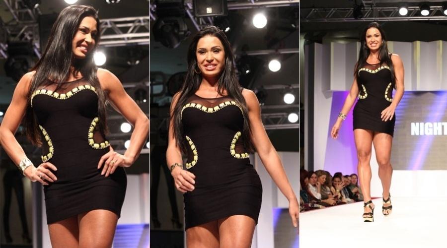 Gracyanne Barbosa participou nesta terça da 13ª edição do Coleções Mega Pólo Moda, no Brás, em São Paulo (31/7/12)