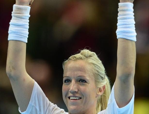 Heidi Loke, norueguesa do handebol, comemora vitória sobre a Suécia
