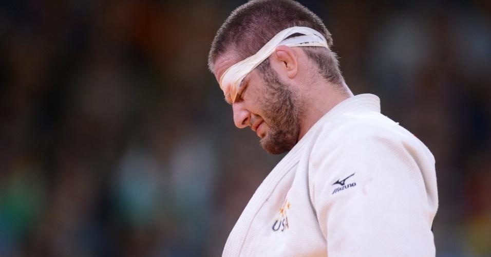Judoca norte-americano Travis Stevens lamenta derrota para o alemão Ole Bischof na categoria -81kg