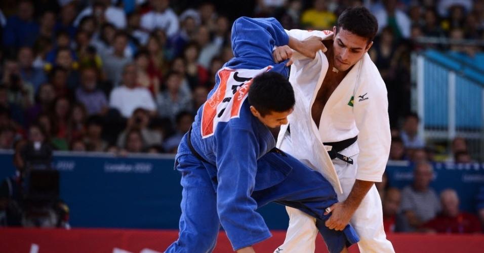 Leandro Guilheiro luta contra japonês Takahiro Nakai durante derrota na repescagem