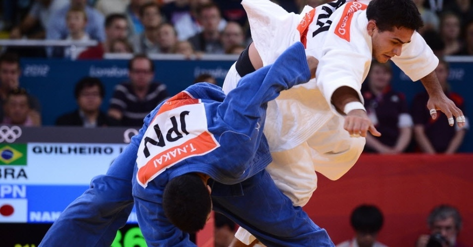 Leandro Guilheiro se defende durante derrota para o japonês Takahiro Nakai na repescagem