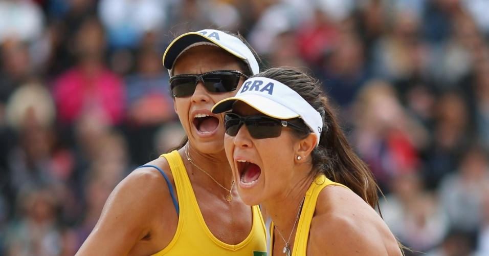 Maria Elisa e Talita comemoram ponto na partida contra Sara Goller e Laura Ludwig, da Alemanha