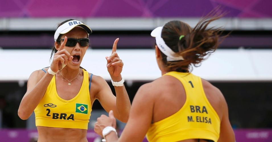 Maria Elisa e Talita comemoram ponto na vitória sobre Sara Goller e Laura Ludwig, da Alemanha