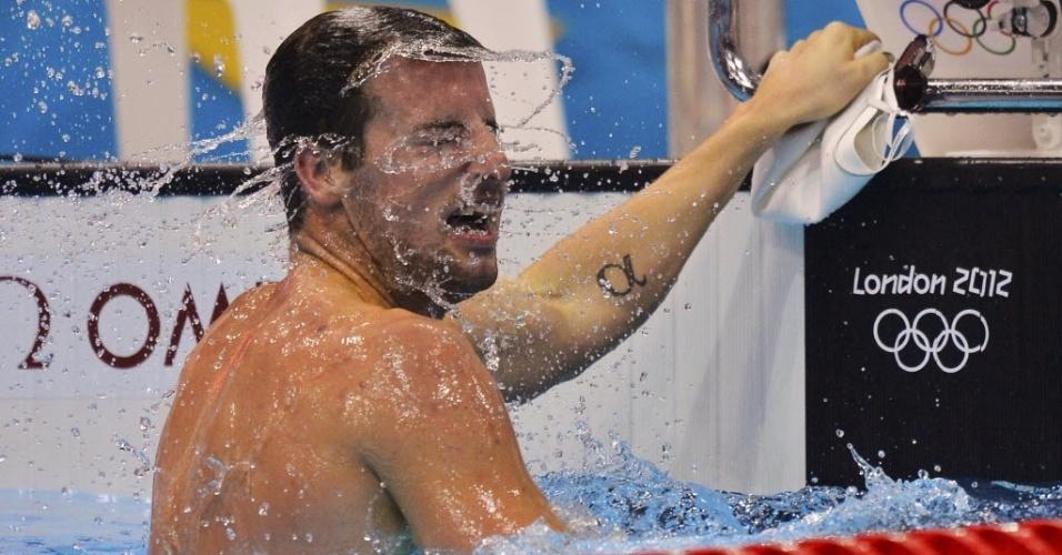 O australiano James Magnussen balança a cabeça antes de deixa a piscina em Londres