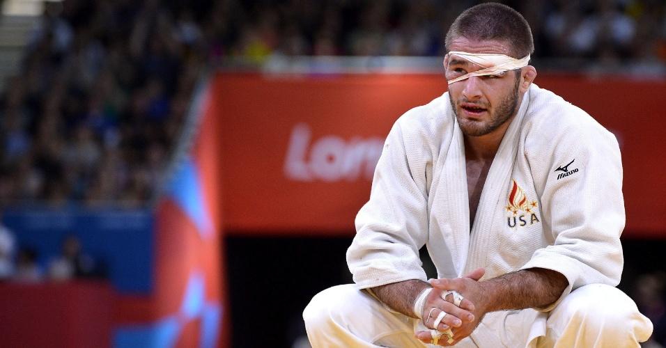O judoca norte-americano Travis Stevens lamenta derrota na semifinal para o alemão Ole Bischof, na categoria até 81 kg