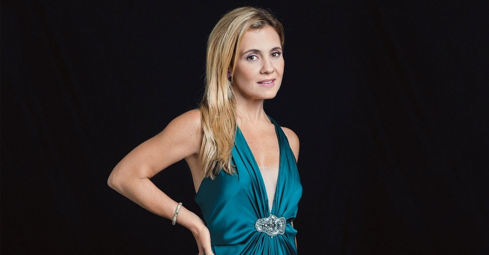 """Adriana Esteves posa para a revista """"Quem"""" (1/8/2012)"""