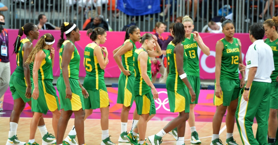 Atletas da seleção brasileira feminina de basquete lamentam derrota para a Austrália, a terceira na Olimpíada-2012