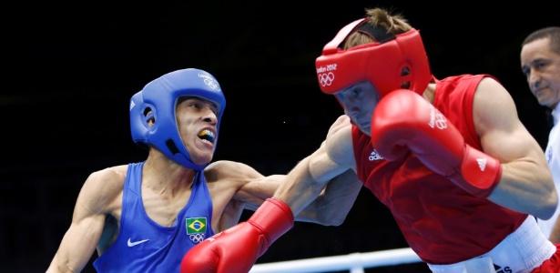 Boxeador Robenilson de Jesus (azul) venceu mais uma em Londres e está nas quartas de final