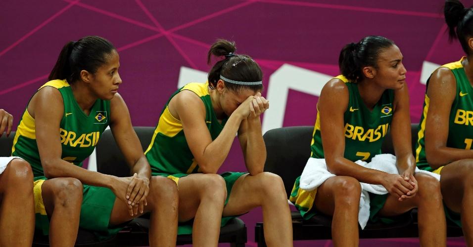 Atletas brasileiras lamentam derrota para Austrália, a terceira do basquete feminino em Londres