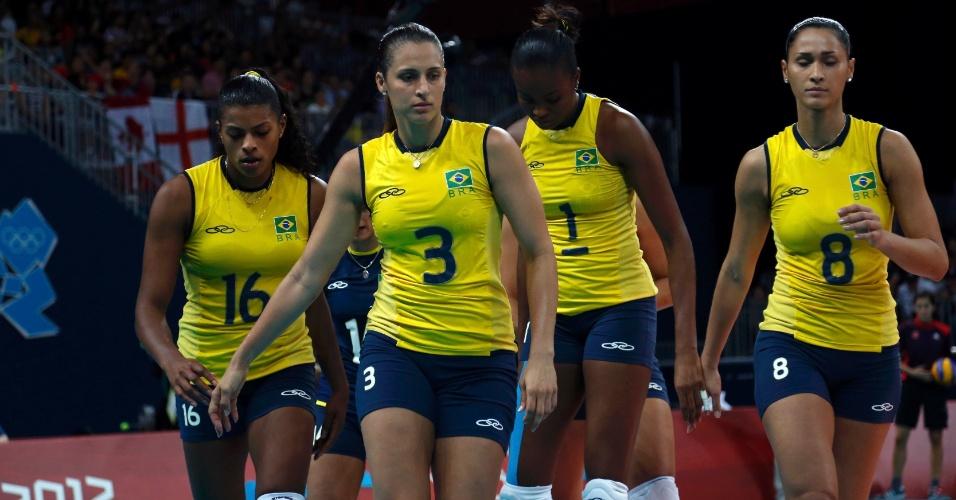 Jogadoras do Brasil deixam a quadra tristes após derrora para a Coreia do Sul por 3 sets a 0