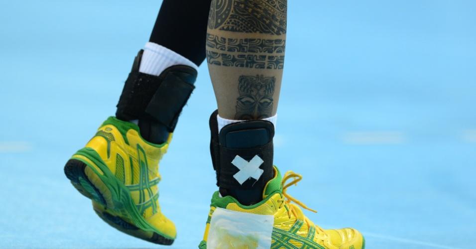 Samira Rocha, da seleção brasileira de handebol feminino, exite tatuagem na perna direita