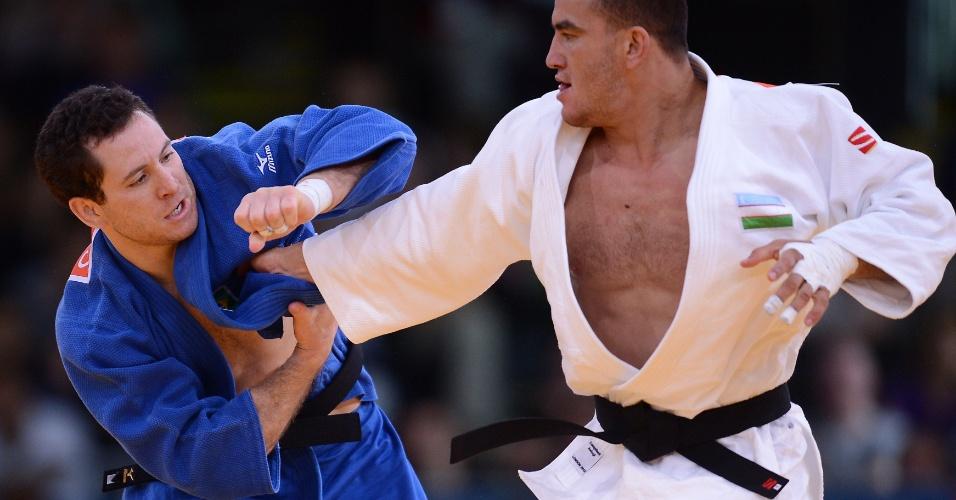 Tiago Camilo derrotou o uzbeque Dilshod Choriev por acúmulo de punições e garantiu vaga na semifinal da categoria até 90 kg