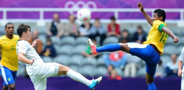 Alex Sandro ganhou a vaga de Hulk contra a Coreia do Sul e deve seguir no time para a final contra o México