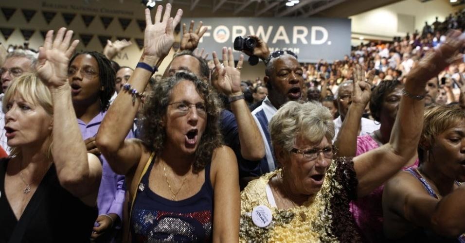 2.ago.2012 - Apoiadores do presidente dos Estados Unidos e candidato à reeleição, Barack Obama, acompanham o discurso dele durante campanha eleitoral em Orlando, na Flórida (EUA)