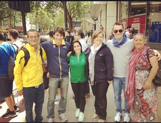 Após participação nos Jogos Olímpicos, ginastas Daniele e Diego Hypólito passeiam com a família, em Londres.