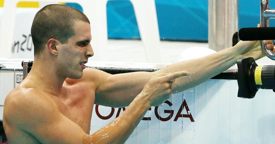 Bruno Fratus brinca com câmera após vencer a segunda bateria da semifinal dos 50 m livre