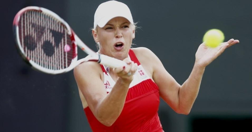 Caroline Wozniacki rebate durante derrota para Serena Williams na chave de simples do tênis feminino