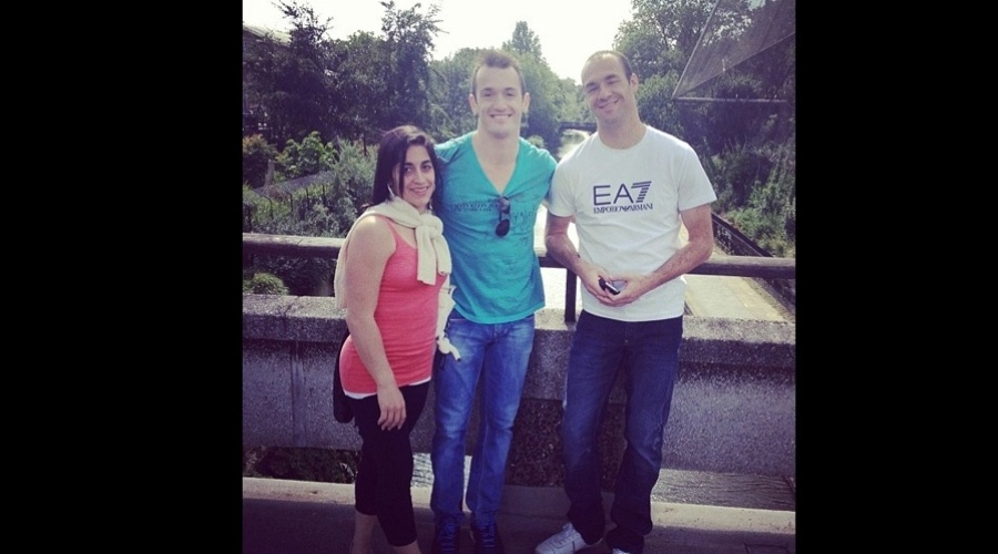 Daniele e Diego Hypólito visitaram um zoológico em Londres, Inglaterra (2/8/12)