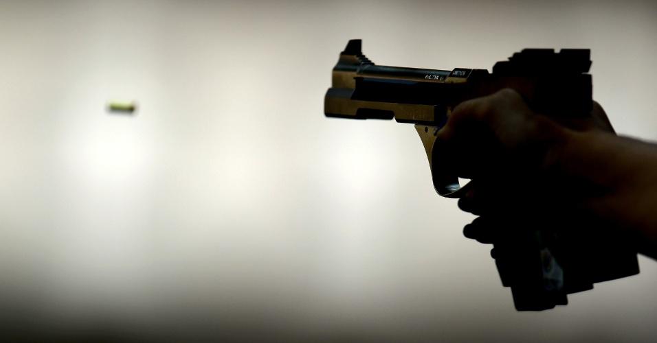 Detalhe da pistola usada na eliminatória do tiro rápido 25 metros durante os Jogos Olímpicos de Londres