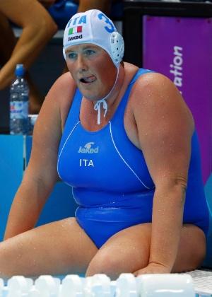 Elisa Casanova: corpo de 1,85 m e 100 kg ajuda na luta subaquática do polo