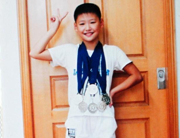 Foto de álbum de família mostra a nadadora chinesa Ye Shiwen ainda na infância e já repleta de medalhas