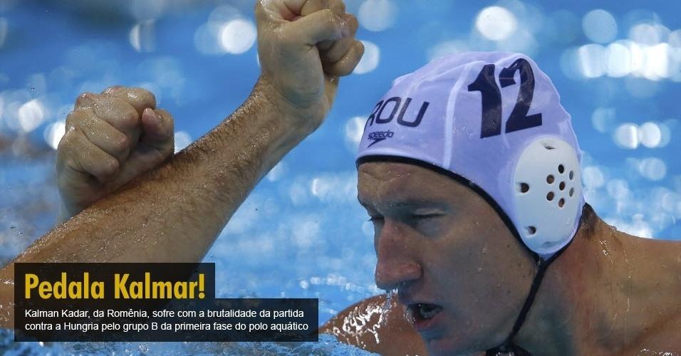 Kalman Kadar, da Romênia, sofre com a brutalidade da partida contra a Hungria pelo grupo B da primeira fase do polo aquático