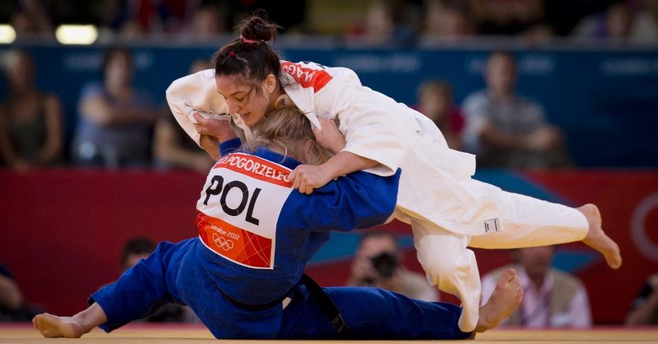 Mayra Aguiar derruba a polonesa Daria Pogorzelec durante vitória nas quartas de final do judô