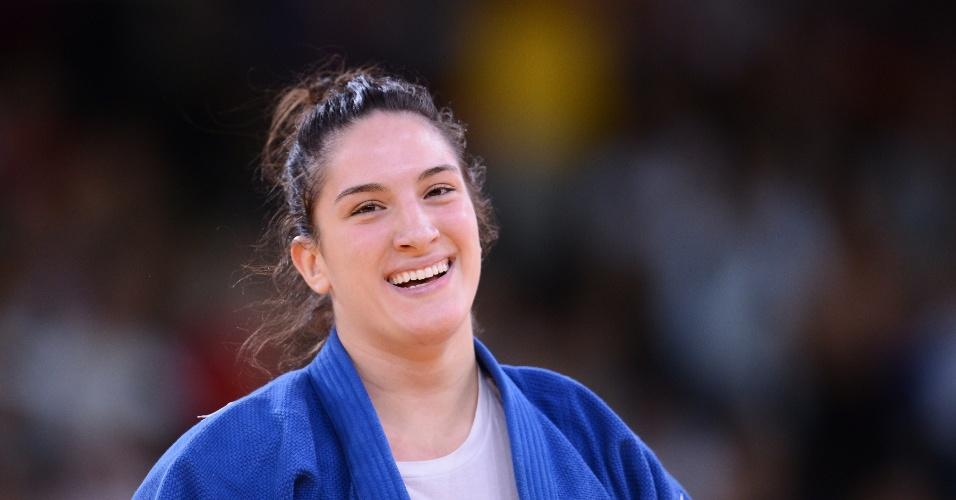 Mayra Aguiar sorri após garantir medalha de bronze na categoria até 78 kg