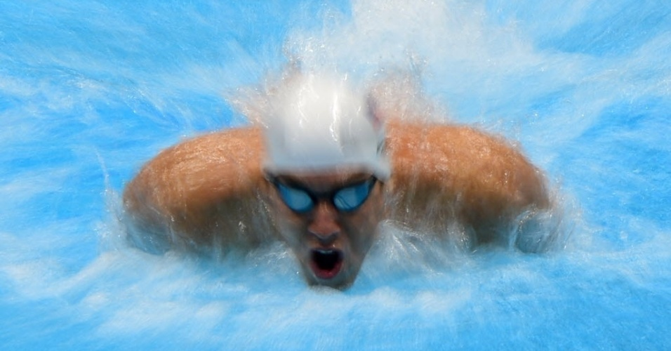 Michael Phelps compete nas eliminatórias dos 100m borboleta em Londres