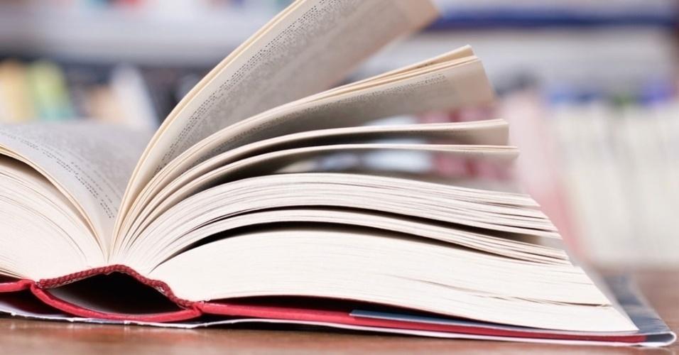 mídia indoor, educação, brasil, escola, livro, biblioteca, ler, leitura, educar, estudar, estudante, escrever, conhecimento, aula, ensino, instrução, educacional, aprender, universidade, faculdade, professor, colégio, estudo