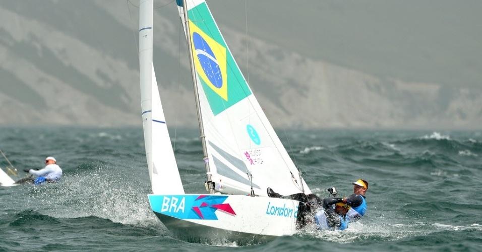 Robert Scheidt e Bruno Prada competem durante a oitava regata da Classe Star em Londres