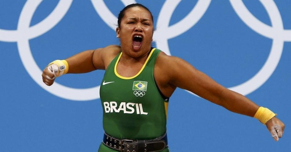 Brasileira Jaqueline Ferreira comemora após quebrar recorde brasileiro de levantamento de peso, em Londres (03/08/2012)