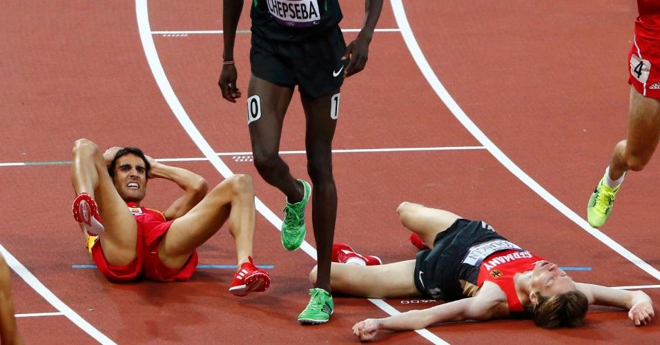 Diego Ruiz tropeça durante eliminatória dos 1.500 m e alemão Carsten Schlangen se choca com espanhol