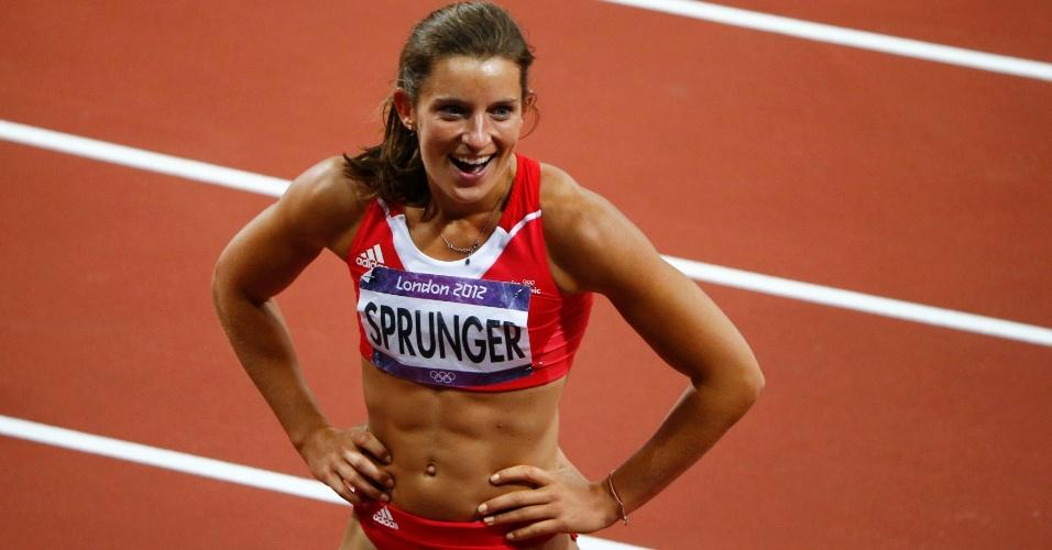 Ellen Sprunger comemora após chegar na primeira colocação dos 200 m no heptatlo feminino
