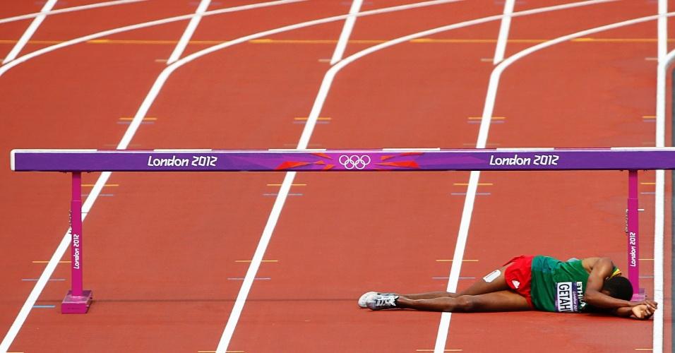 Etíope Birhan Getahun sofre queda durante bateria dos 3.000 m com obstáculos
