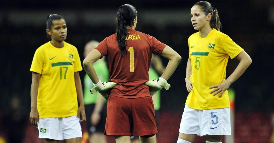 Grazielle, Andreia e Erika lamentam eliminação da seleção brasileira do torneio olímpico de Londres