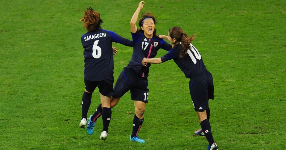 Japonesas comemoram primeiro gol da seleção asiática, anotado por Yuki Ogimi