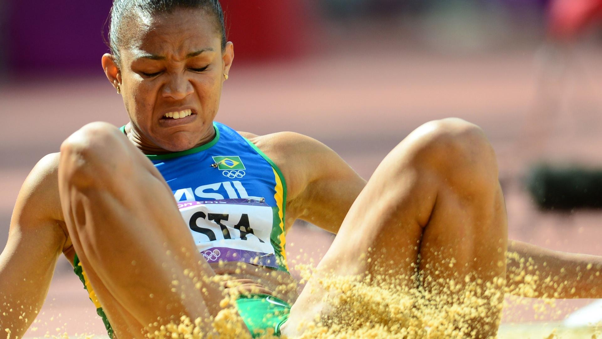 Keila Costa faz sua participação na eliminatória da prova de salto triplo dos Jogos Olímpicos