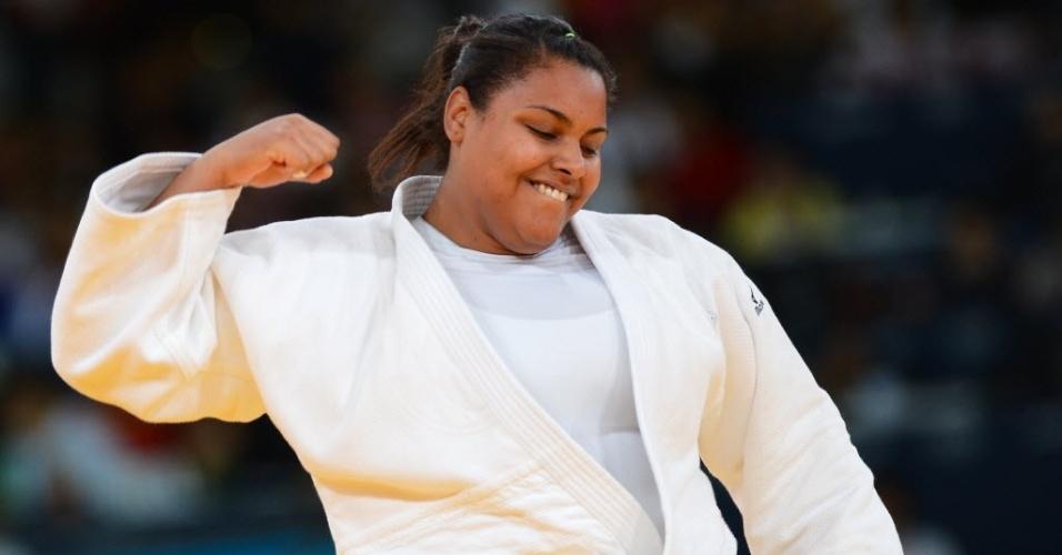 Maria Suelen Altheman comemora no tatame após vitória na chave acima de 78 kg