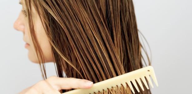 Xampu e condicionador parecem não bastar na busca por cabelos mais bonitos e saudáveis - Thinkstock