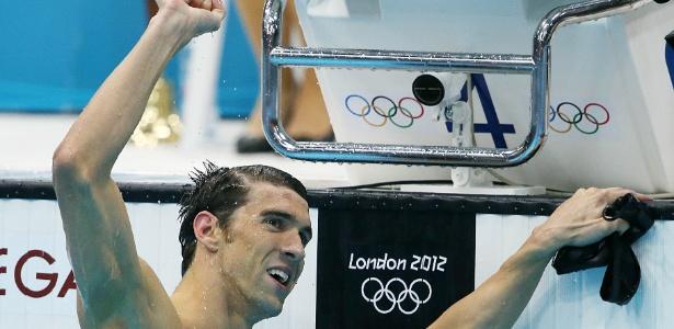 Norte-americano Michael Phelps comemora vitória nos 100 m borboleta, seu 17º ouro em Olimpíadas