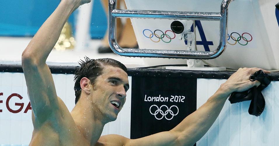 Nadador norte-americano Michael Phelps comemora vitória nos 100 m borboleta, seu 17º ouro em Olimpíadas