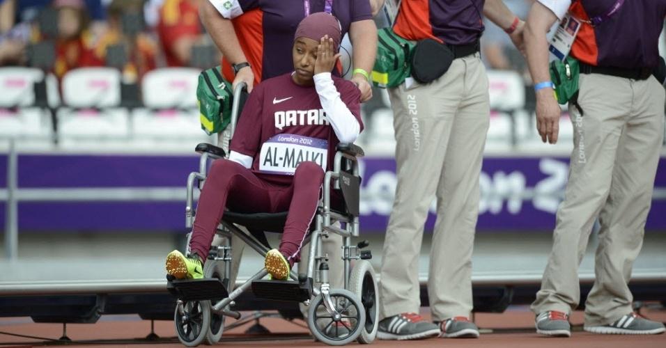 Noor Hussain al Malki, primeira mulher do Catar a competir nos Jogos Olímpicos, se machucou durante a prova dos 100 m rasos e precisou deixar o local na cadeira de rodas (03/08/2012)