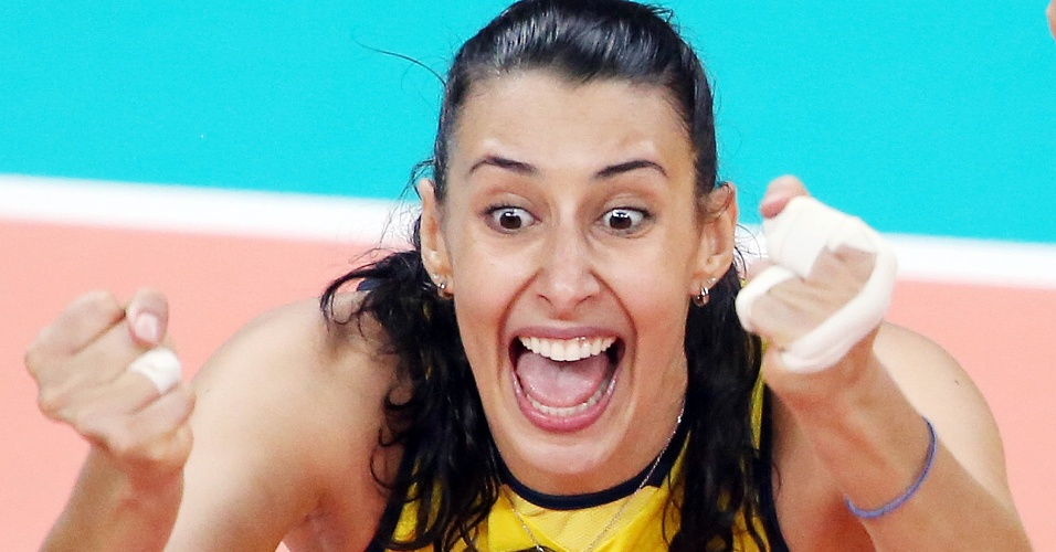 Sheilla festeja muito vitória do Brasil no sufoco contra a China