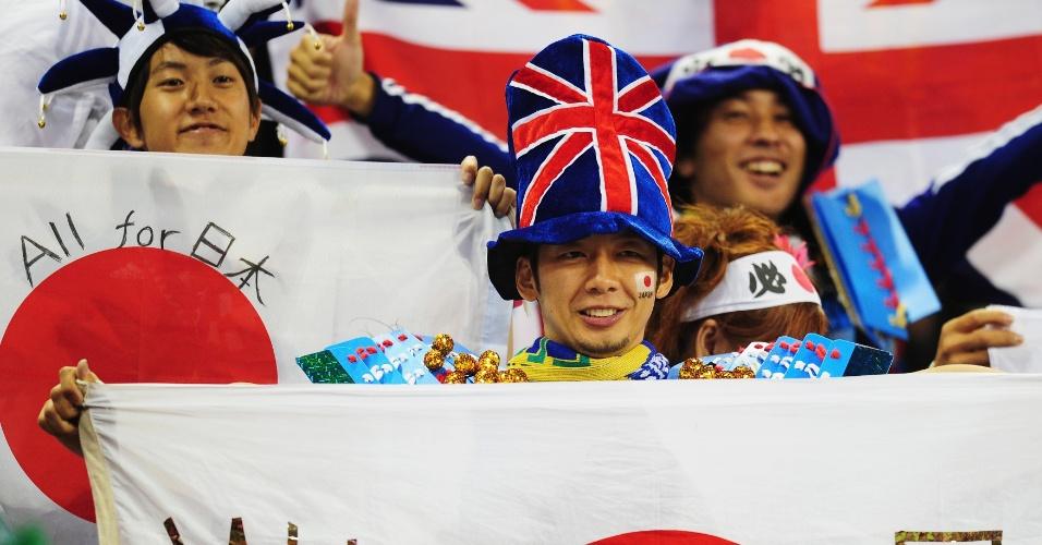 Torcida japonesa aguarda início do duelo entre Japão e Brasil, no Milennium Stadium de Cardiff, pelas quartas de final do torneio olímpico