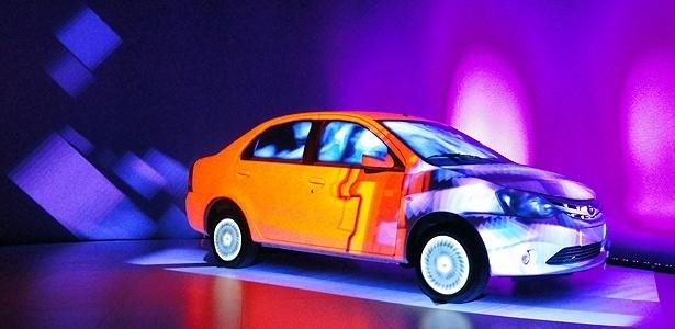Etios sedã na apresentação artística do carro, no Etios Connection: assim ele fica bonito! - Claudio Luis de Souza/UOL