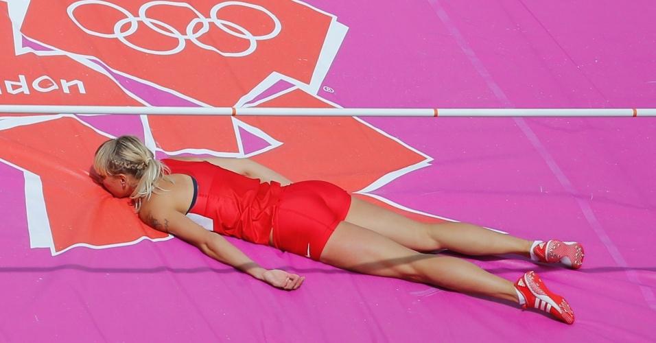 Yana Maksimava, de Belarus, compete na prova do salto em altura do heptatlo