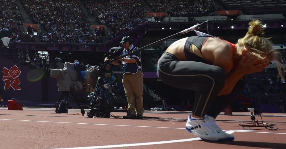 Alemã Lilli Schwarzkopf lamenta performance na prova do lançamento de dardo da competição de heptatlo na Olimpíada de Londres (04/08/2012)