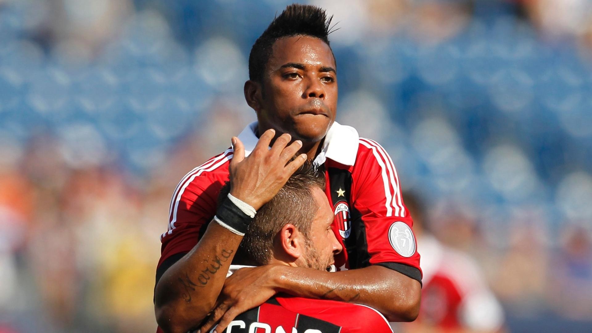 Atacante brasileiro Robinho comemora gol em amistoso do Milan contra o Olimpia, de Honduras